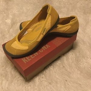 Keen Yellow Mustard Gold Hiking Flats Shoes NIB
